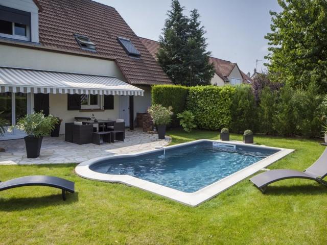 Une petite piscine pour un jardin plus confortable