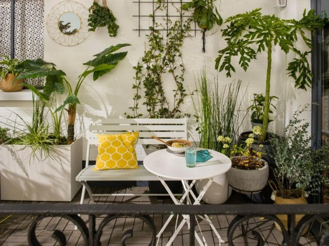 12 solutions gain de place pour aménager un petit balcon