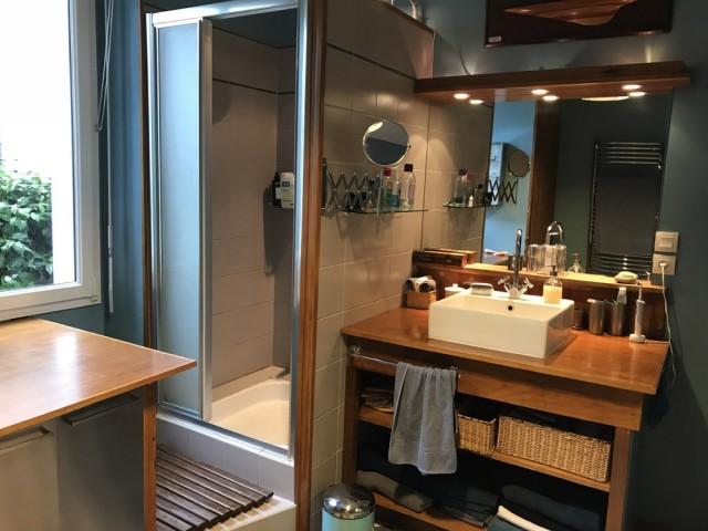 Avant : une salle de bains à rafraîchir