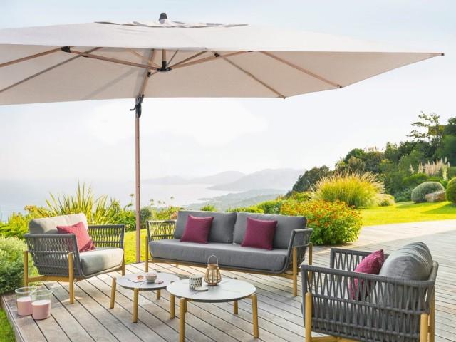 Un parasol XXL pour une terrasse bien abritée