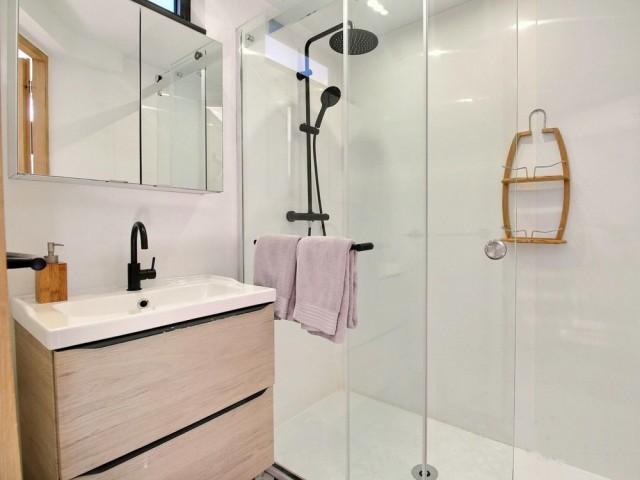 Une confortable salle de bains