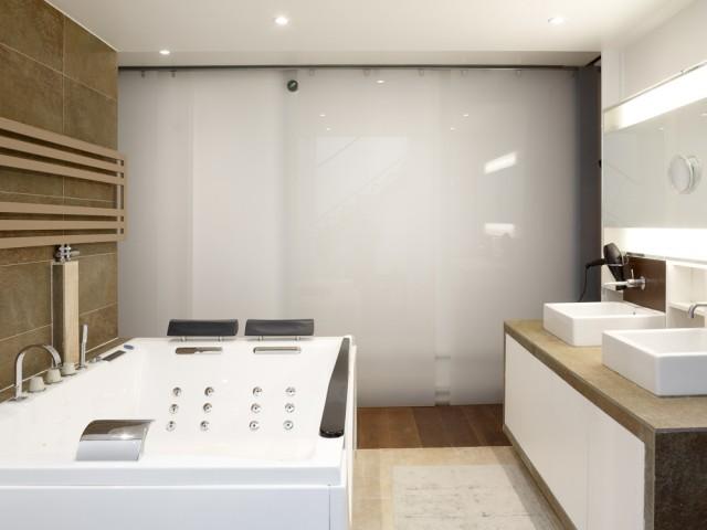 Une salle de bains digne d'un hôtel de luxe