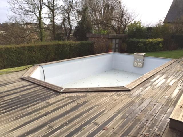 Avant : une piscine à rénover