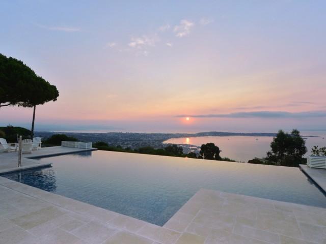 Après : une piscine à débordement suspendue au-dessus de l'horizon
