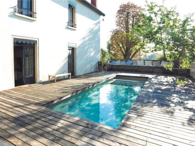 Après : une nouvelle piscine et une terrasse plus chaleureuse