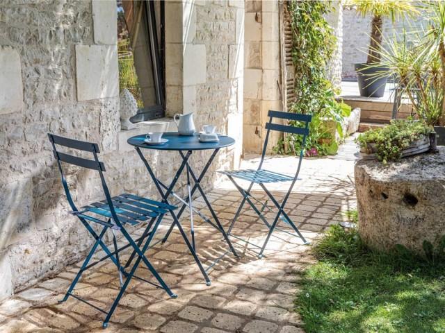 Table ronde et chaises pliantes Cuba, ProLoisirs, prix : 38,90 € et 27,90 €