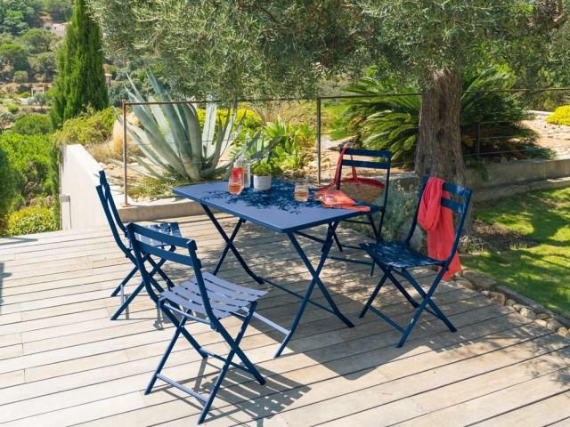 Table rectangulaire et chaises pliantes Greensboro, Hespéride, prix : 79,99 € et 29,99 €