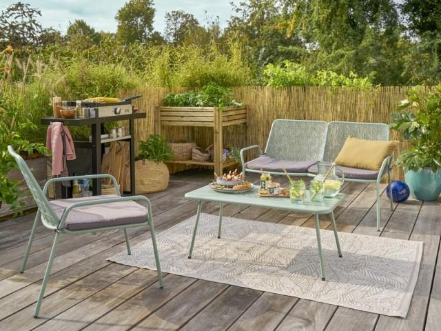 Banc, fauteuil et table basse en acier Tendance, Gamm Vert, prix : 108,95 €, 67,95 € et 54,95 €