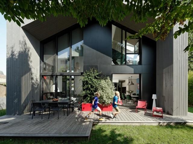 Une maison familiale à ossature bois qui joue à cache-cache