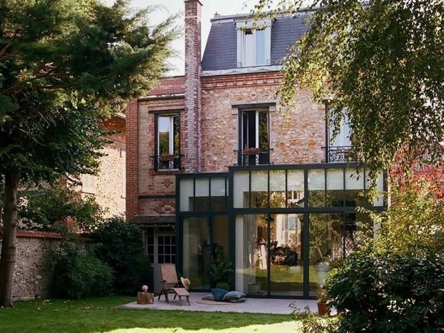 Une véranda contemporaine pour cette maison ancienne