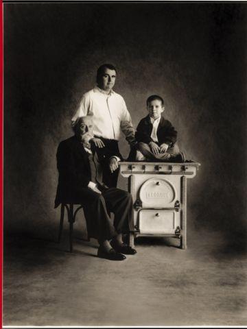 Xavier Dupuy entouré de son père et de son fils.