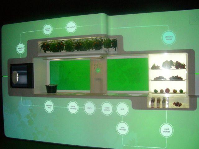 Green Kitchen est la cuisine écologique de Whirpool. Commercialisée en 2012, elle devrait permettre de faire baisser de 70% la facture énergétique des consommateurs.
