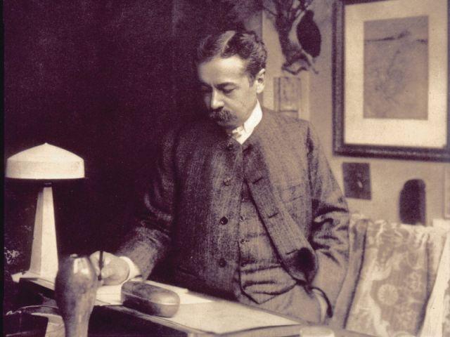 René Lalique à son bureau.