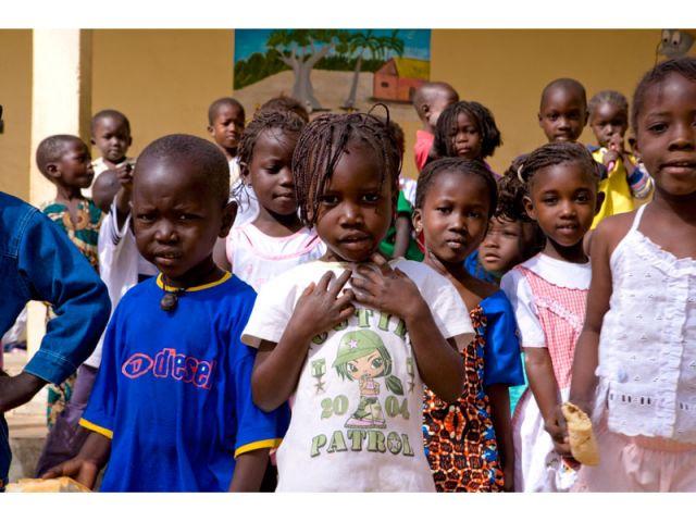 Light Up Africa prévoit l'apport de panneaux solaires pour les écoles de Mauritanie.