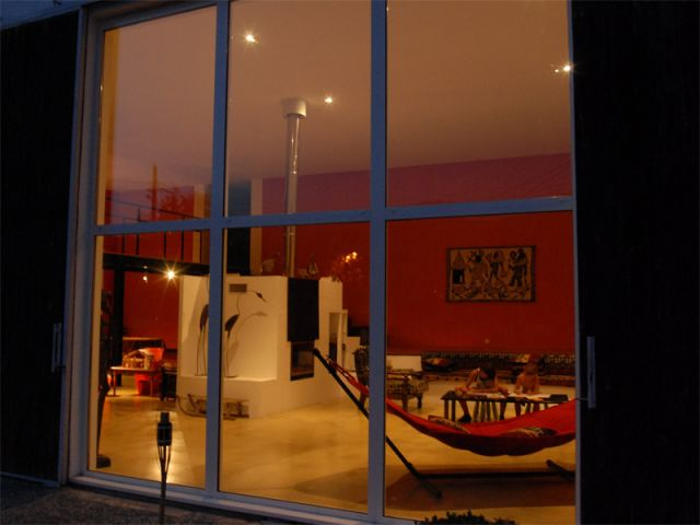 transformer hangar en maison sans permis cadre urbain garage hangar de style de style moderne. Black Bedroom Furniture Sets. Home Design Ideas