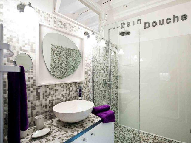 L\'effet dynamisant du carrelage dans une salle de bains