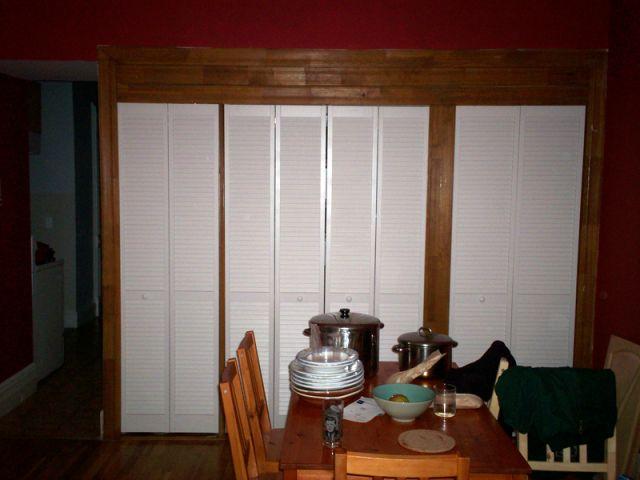 installer des portes de placards coulissantes. Black Bedroom Furniture Sets. Home Design Ideas