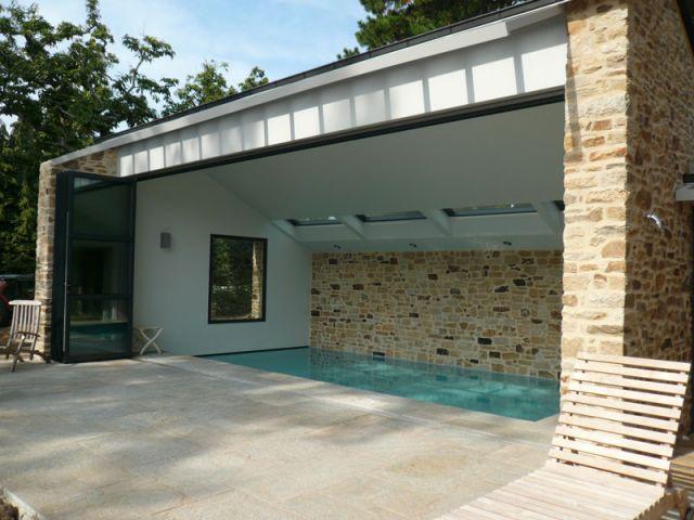 Une piscine mod le exemplaire d 39 int gration for Extension piscine couverte