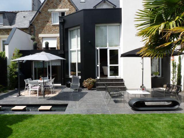 Renouveau min ral pour une terrasse rennaise for Facade acrylique cuisine