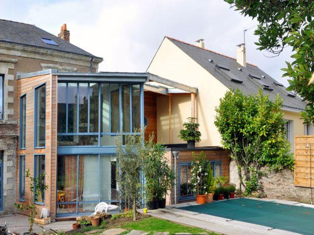 Une maison nantaise s 39 ouvre la lumi re for Extension bois 2 niveaux