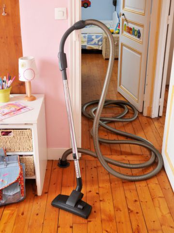 1 aspirateur centralis d poussi re une maison mal agenc e for Aspirateur piscine maison