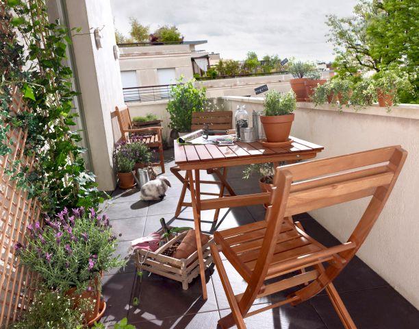 id es et astuces pour am nager et embellir les petits balcons. Black Bedroom Furniture Sets. Home Design Ideas