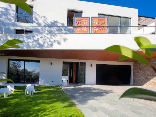 Maison d 39 architecte une villa dans les arbres en ville for Taux d hygrometrie dans une maison