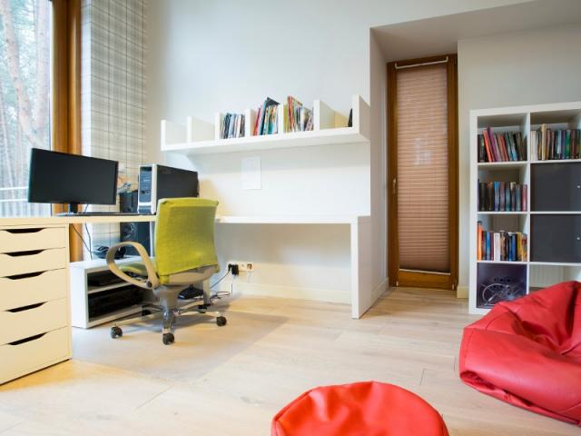 cr er un bureau dans un salon combien a co te. Black Bedroom Furniture Sets. Home Design Ideas