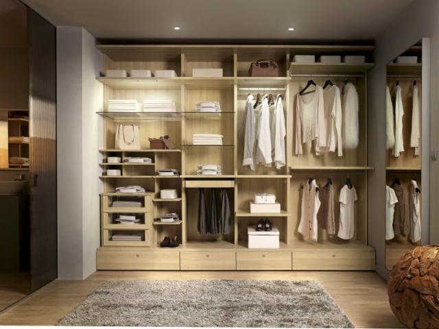 1 dressing sans portes c 39 est tendance. Black Bedroom Furniture Sets. Home Design Ideas