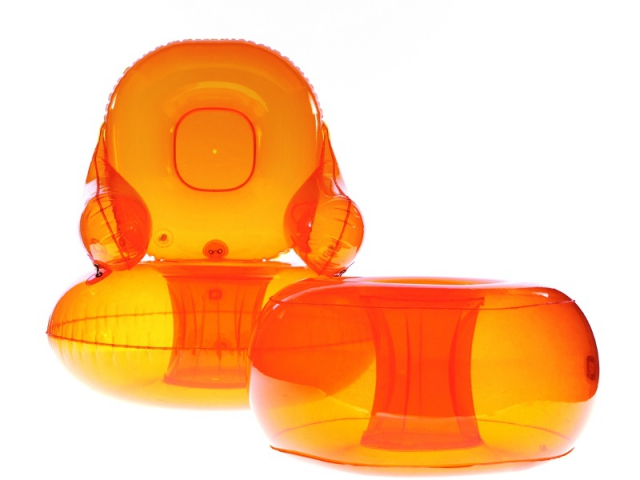 Fauteuil Venus, pouf orange,collection Aerospace 1968, design Quasar Khanh