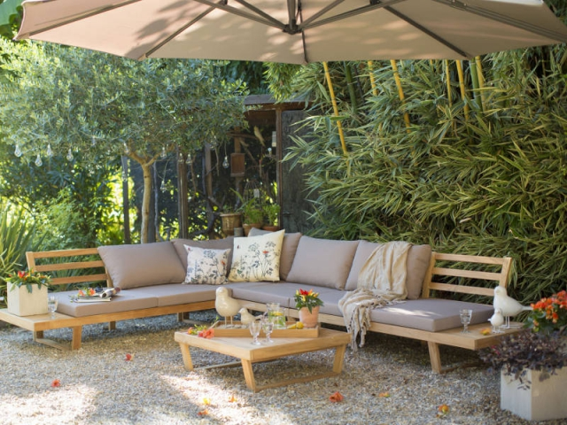 Un salon de jardin au coeur de la végétation