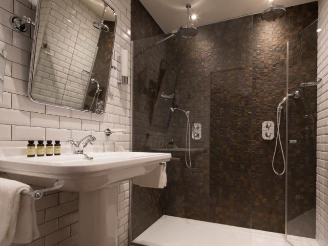 Une salle de bains au look rétro