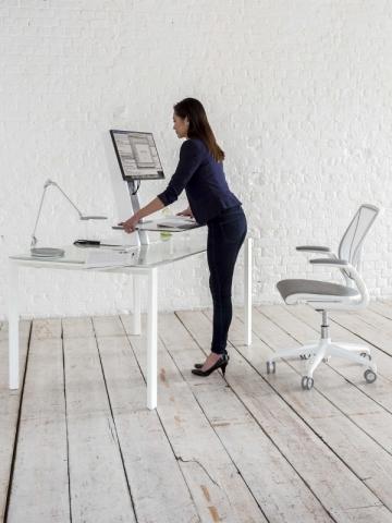 """Un bureau """"assis-debout"""" signé Humanscale"""