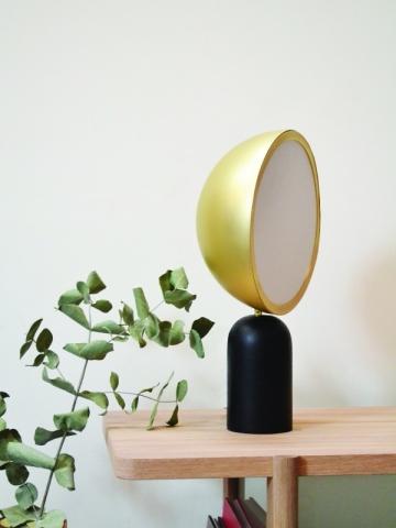 Une lampe surdimensionnée