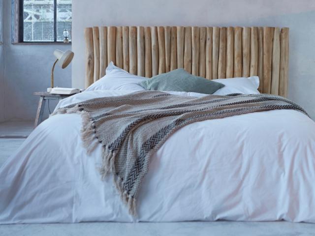 DIY : du bois brut comme tête de lit