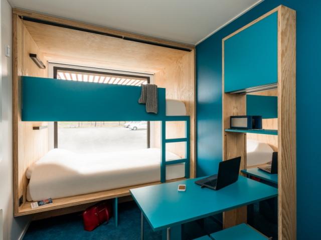 Des chambres d\'hôtel mobiles dans des conteneurs