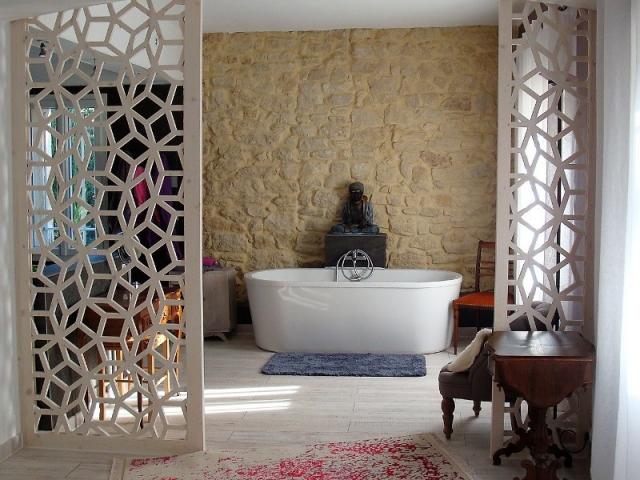 Un claustra pour une salle de bains