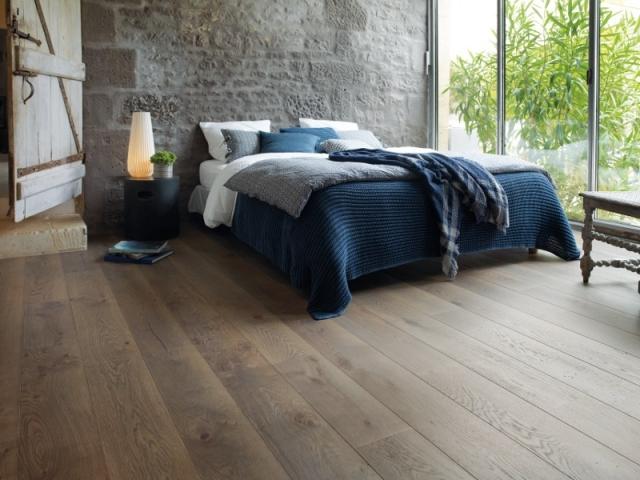 Un parquet marron taupe pour une chambre
