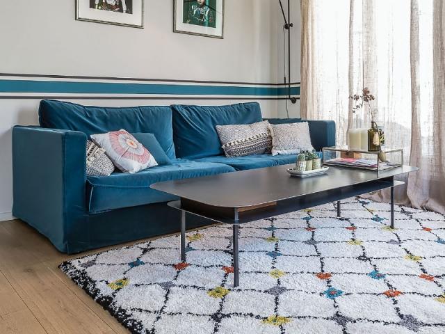 Un tapis linéaire pour un salon élégant