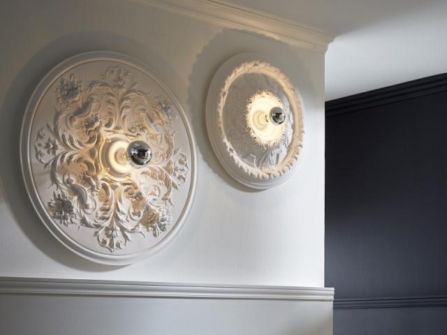 insolite quand les moulures s 39 invitent sur les murs. Black Bedroom Furniture Sets. Home Design Ideas