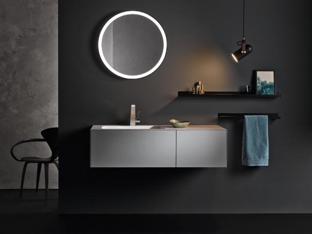 Un miroir rond à néons