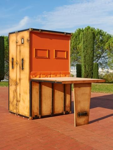 Cette malle peut meubler un studio par exemple