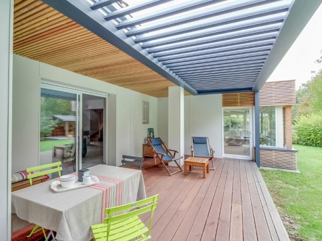 quand une terrasse devient l 39 atout charme d 39 une maison. Black Bedroom Furniture Sets. Home Design Ideas