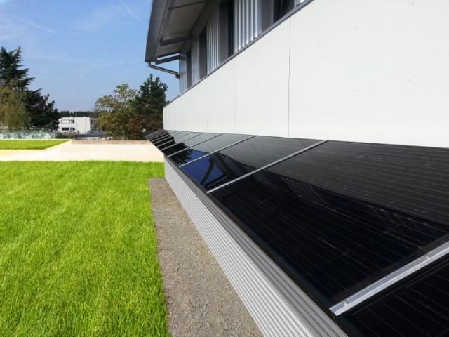 Fen tre mur jardin le panneau solaire s 39 installe partout - Produire son electricite panneau solaire ...