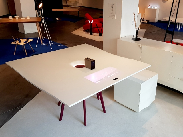Le bureau augmenté Folio à la galerie du Via, lors de l'exposition Hybrid[e]