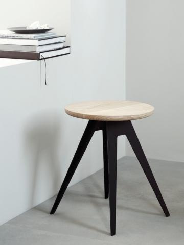 Tabouret en bois noir et naturel