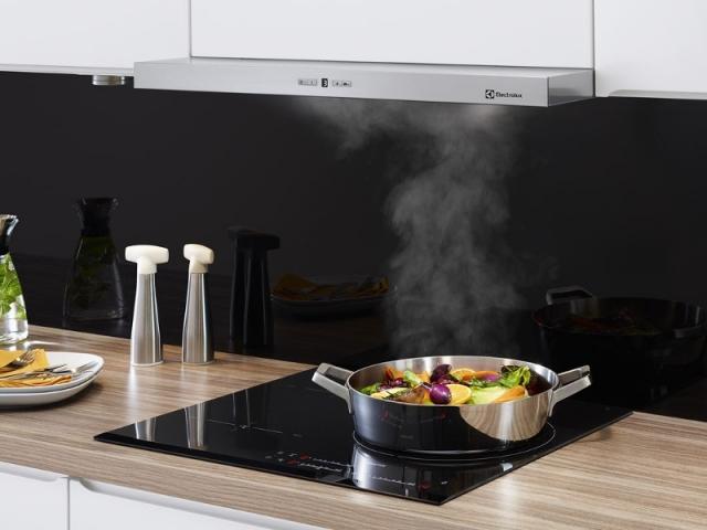 Une hotte qui se déclenche automatiquement quand la table de cuisson est utilisée