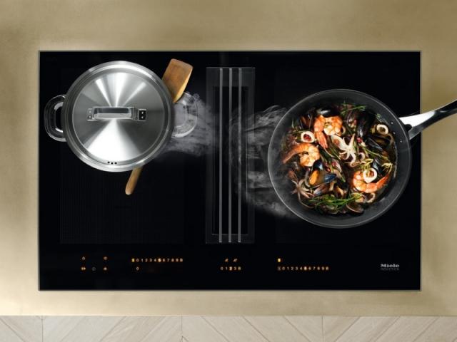 Une hotte intégrée à la table de cuisson