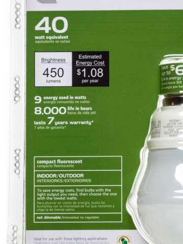 Les caractéristiques de l'ampoule sont indiquées sur l'emballage : lumens, consommations en watt, équivalence avec une ancienne ampoule, etc.