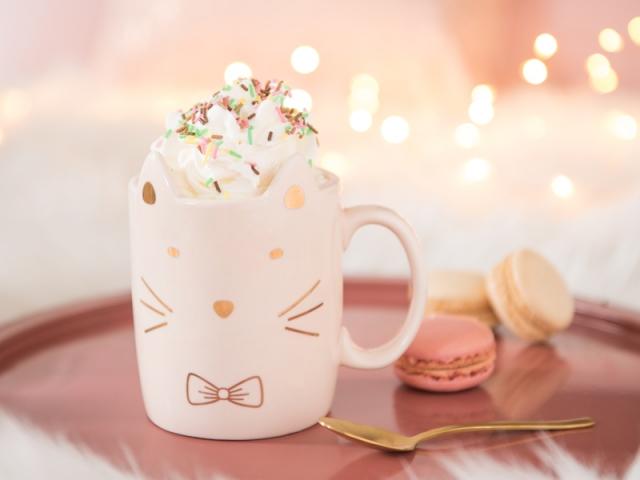Mug chat en faïence rose, Maisons du monde, 4,99 €